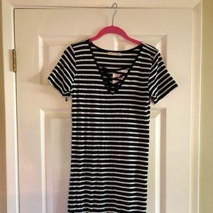 NWT Black and white criss cross t shirt dress